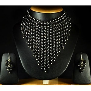 Black Beauty Necklace Set